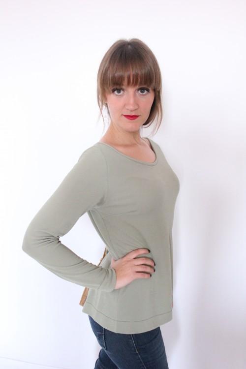 guillermina-ferrer-blog- colección 3- camiseta-verde-cremallera-espalda-cuero-marron-3